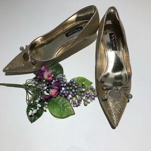 Rare Nina Gold Tone Kitten Heel Pumps size 8.5